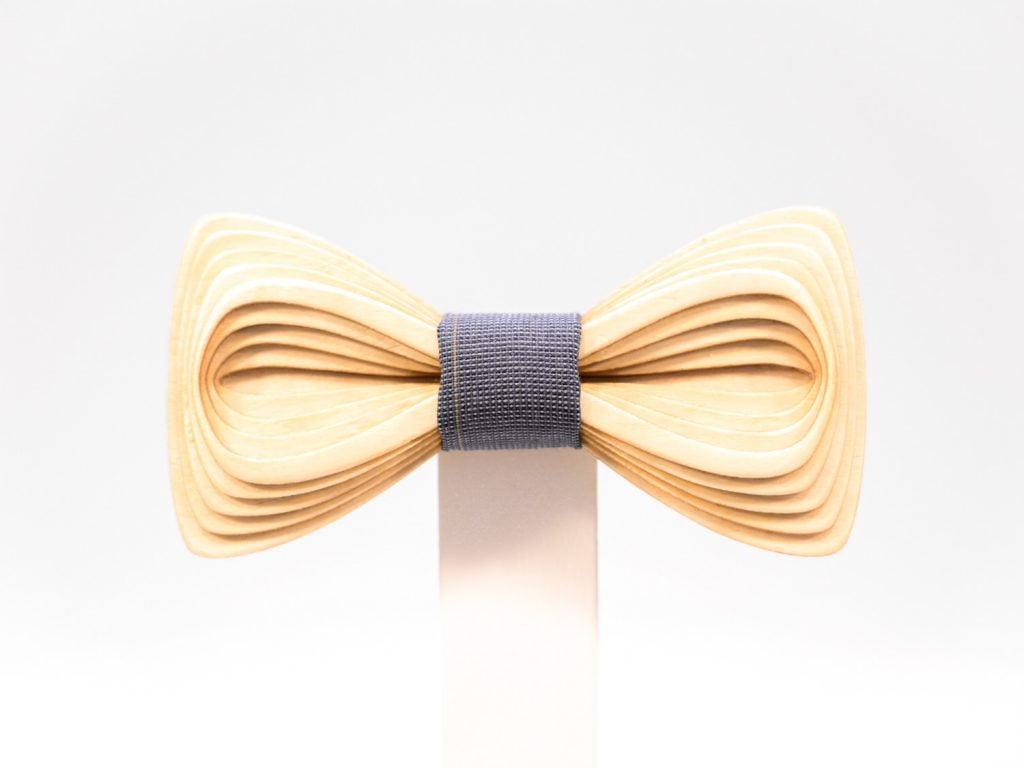 SÖÖR Antero neckwear in birch. A hand made wooden bowtie for men