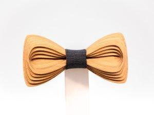SÖÖR Antero neckwear in cherry. A unique wooden bowtie for men by Hermandia.