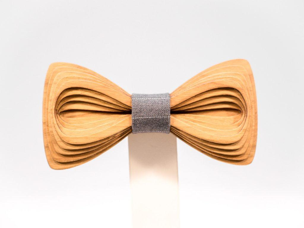 SÖÖR Antero neckwear in cherry wood from FSC certified forest. A unique mens accessory - a wooden bowtie by Hermandia.
