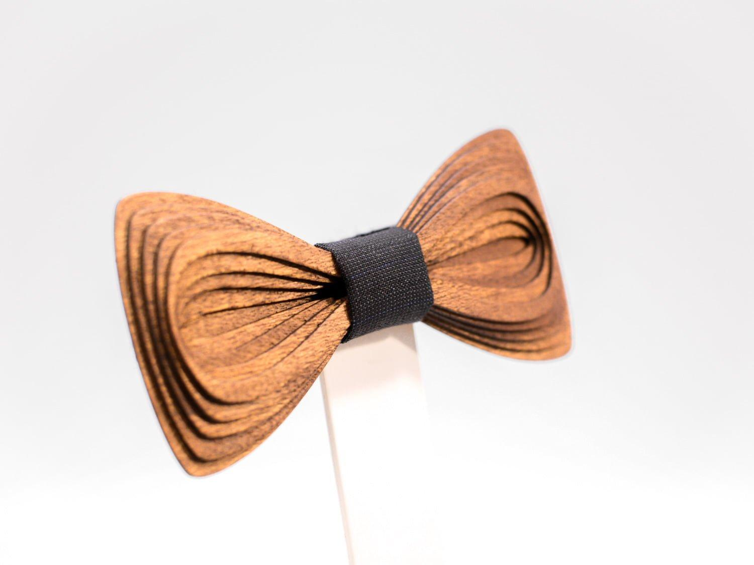 SÖÖR Antero neckwear in mahogany wood from FSC certified forest. A  wooden bowtie by Hermandia.