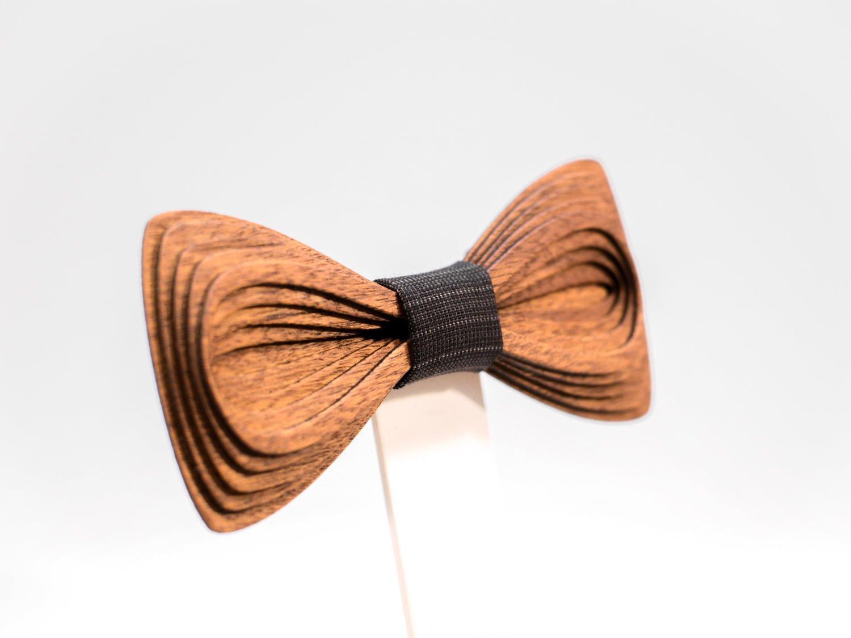 SÖÖR Antero neckwear in mahogany. A unique wooden bowtie for men