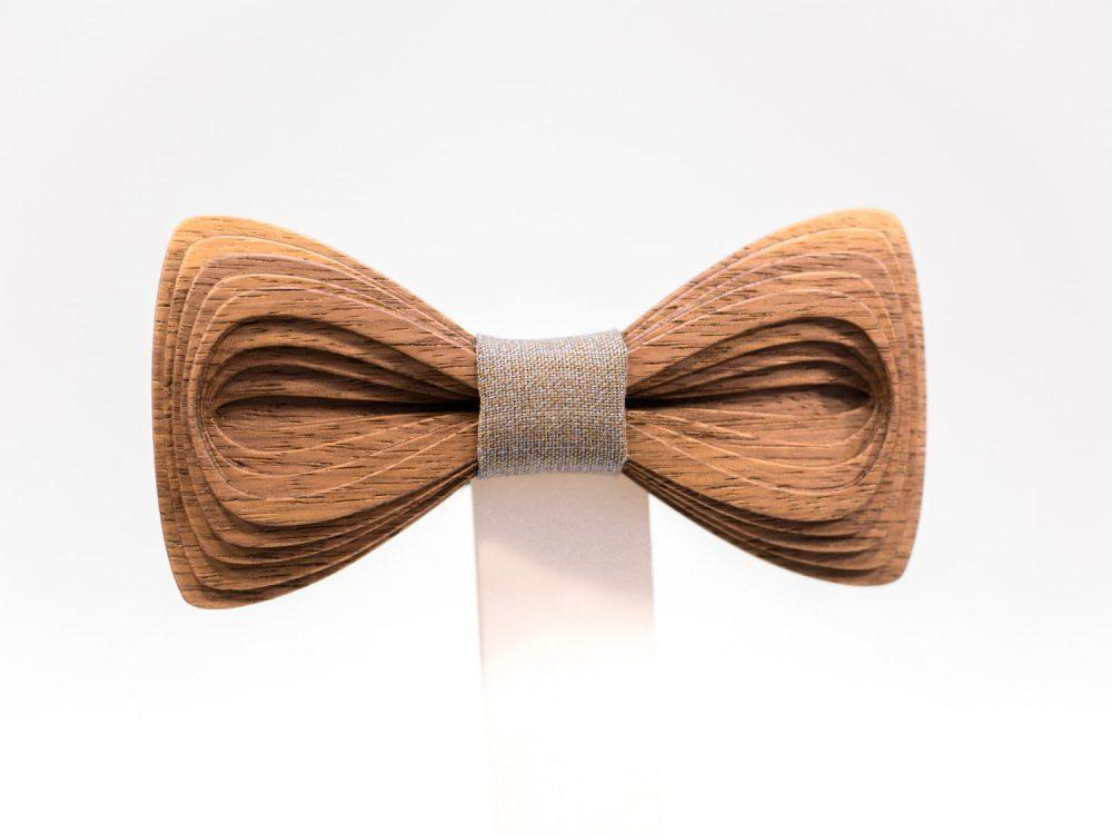 SÖÖR Antero neckwear in walnut. A unique mens accessory - a wooden bowtie by Hermandia. Handcrafted in Finland.