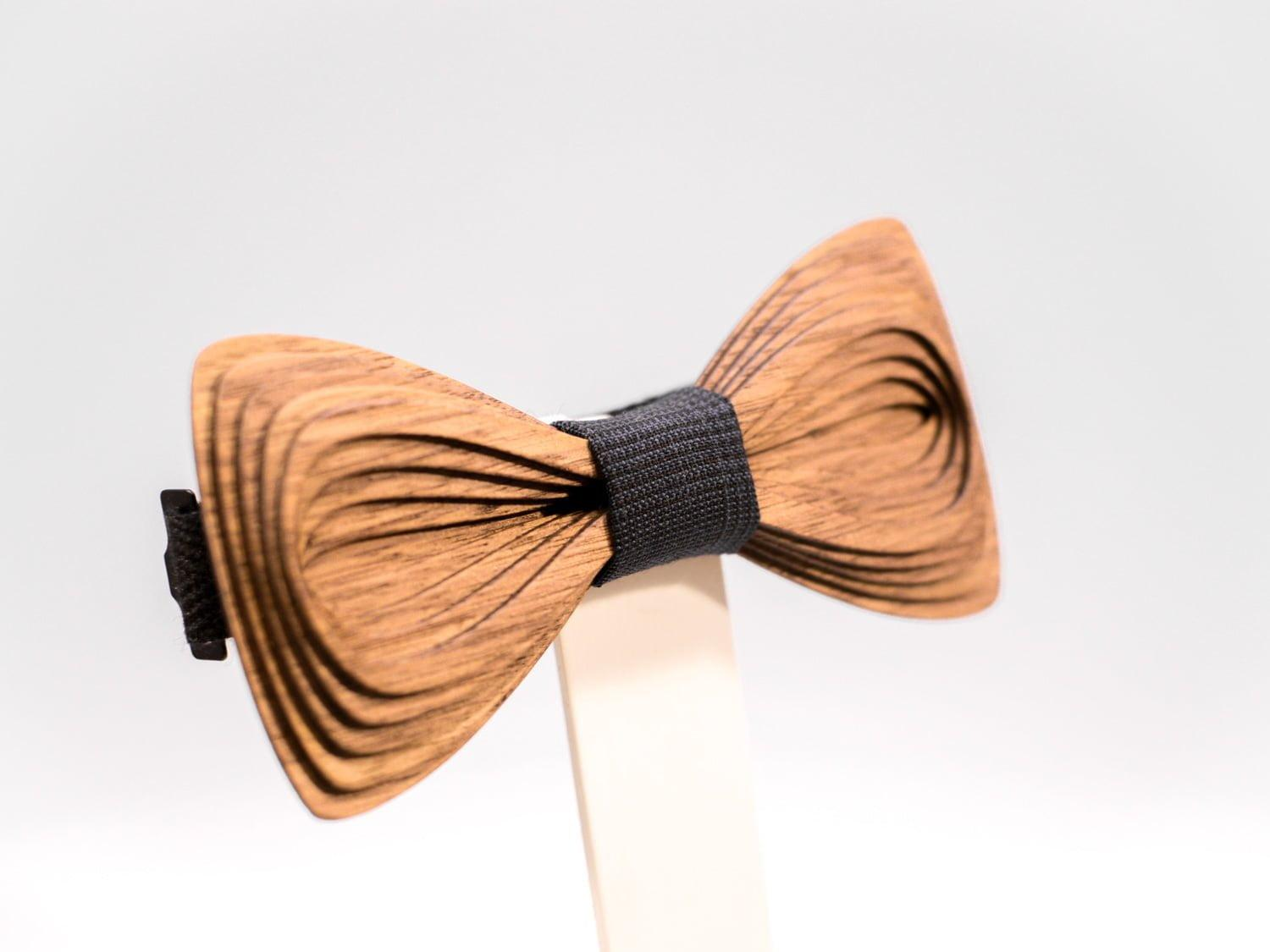 SÖÖR Antero neckwear in walnut wood from FSC certified forest. A wooden bowtie by Hermandia.