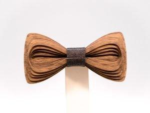 SÖÖR Antero neckwear in walnut. A unique mens accessory - a wooden bowtie by Hermandia.