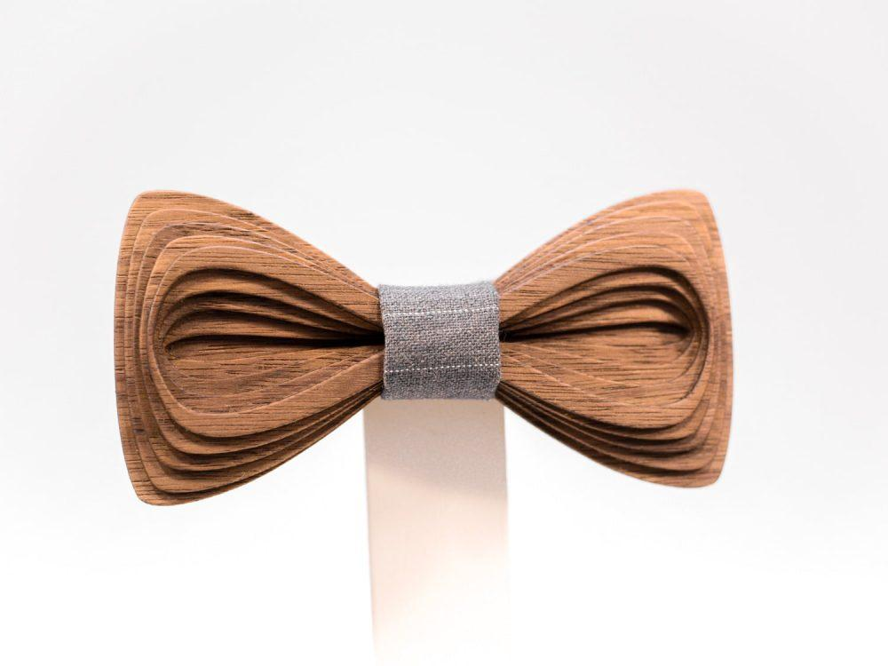 SÖÖR Antero neckwear in walnut wood from FSC certified forest with grey fabric. A unique mens accessory - a wooden bowtie by Hermandia.