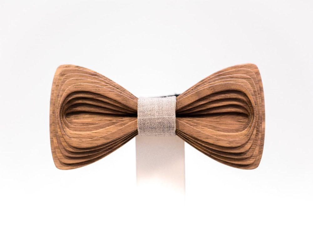 SÖÖR Antero neckwear in walnut wood from FSC certified forest. A unique mens accessory - a handcrafted wooden bowtie by Hermandia.