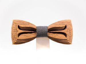 SÖÖR Akseli neckwear in walnut. A unique wooden bowtie for men from FSC certified wood.