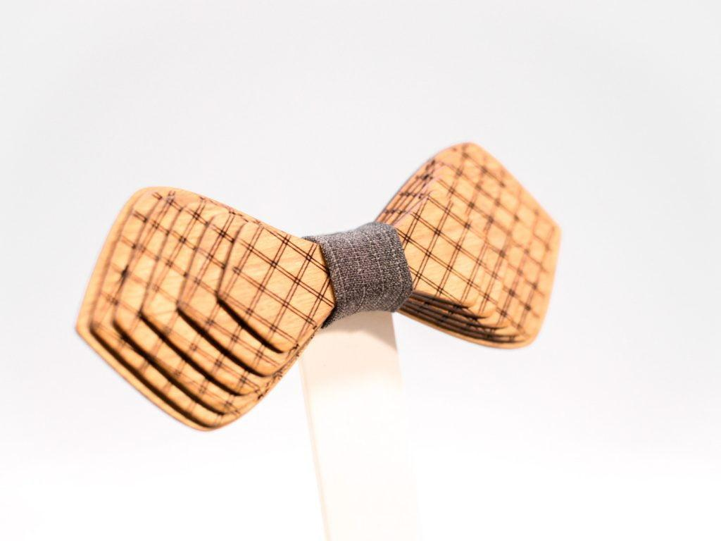 Jr. SÖÖR Denis neckwear in cherry. A unique wooden bowtie