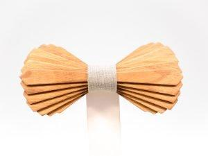 SÖÖR Elias neckwear in cherry. A unique wooden bowtie for men from FSC certified wood.