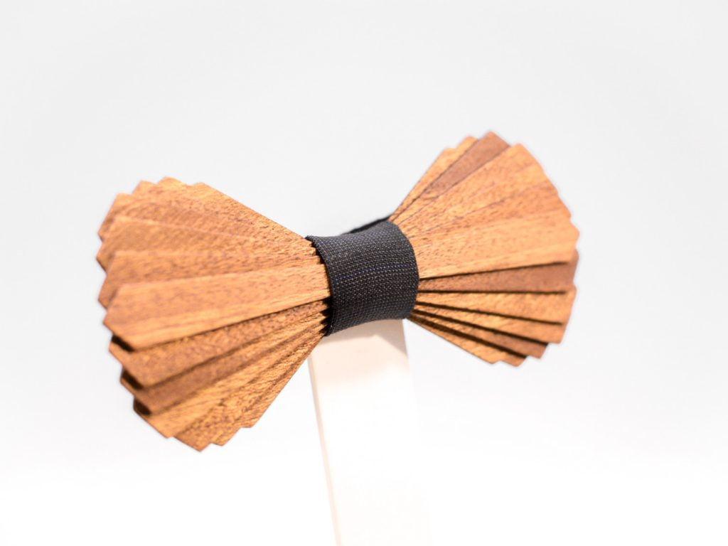 SÖÖR Elias neckwear in birch and mahogany. A unique wooden bowtie for men.