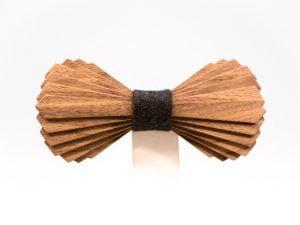 SÖÖR Elias neckwear in mahogany. A unique wooden bowtie for men from FSC certified wood
