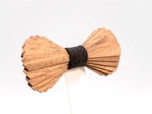SÖÖR Elias neckwear in walnut. A unique wooden bowtie for men