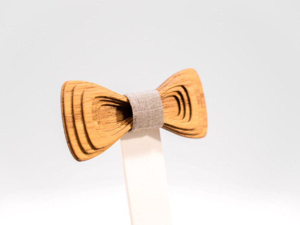 Jr. SÖÖR Antero neckwear with light grey fabric. A unique wooden bowtie