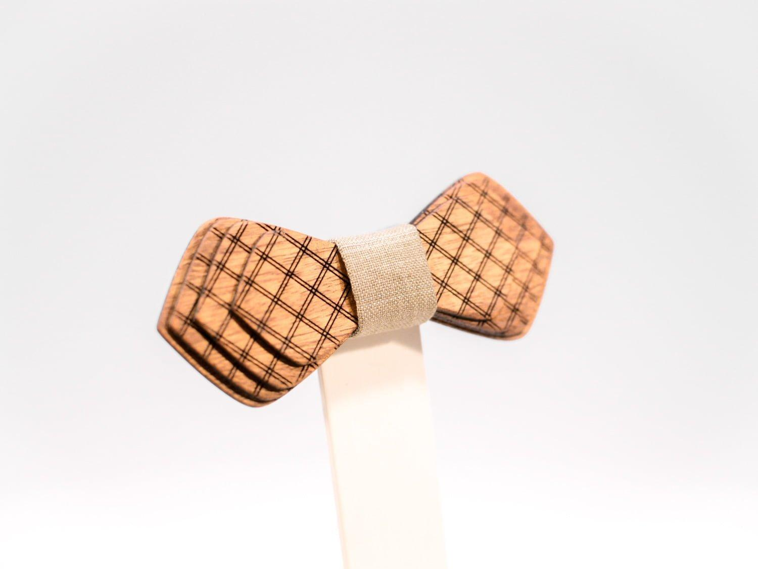 Jr. SÖÖR Denis neckwear in mahogany. A unique wooden bowtie