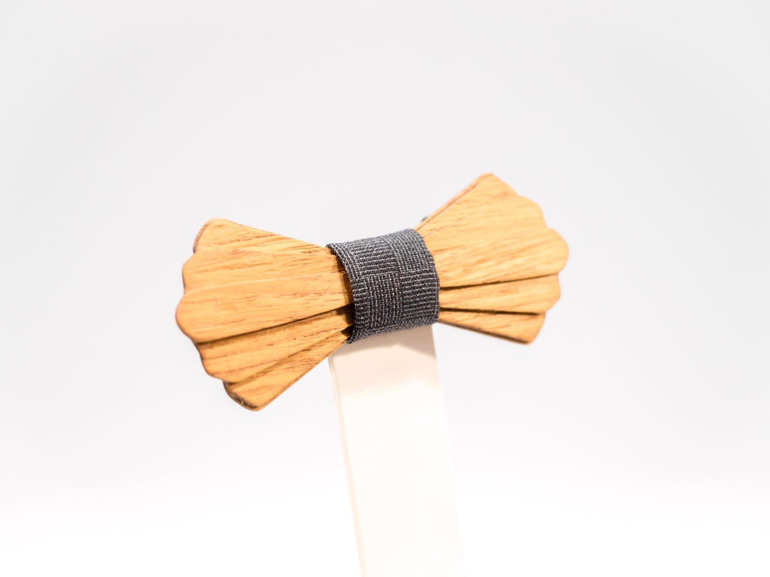 Jr. SÖÖR Elias neckwear in teak. A unique wooden bowtie