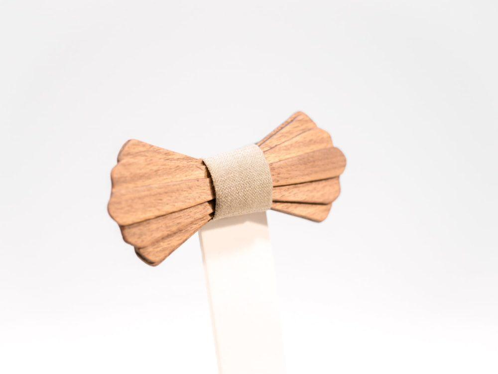 Jr. SÖÖR Elias neckwear. A unique wooden bowtie