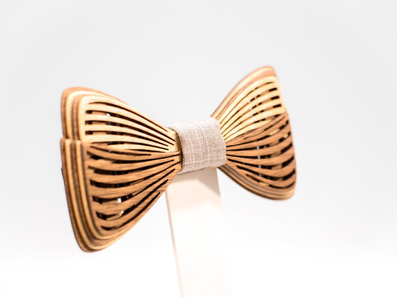 SÖÖR Richie neckwear in birch and walnut. A unique wooden bowtie
