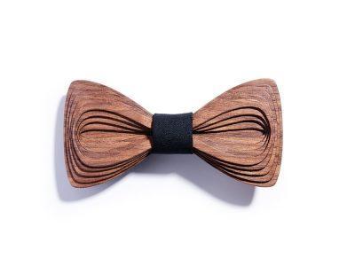 SÖÖR Antero Pähkinä Musta on uniikki puinen rusetti.